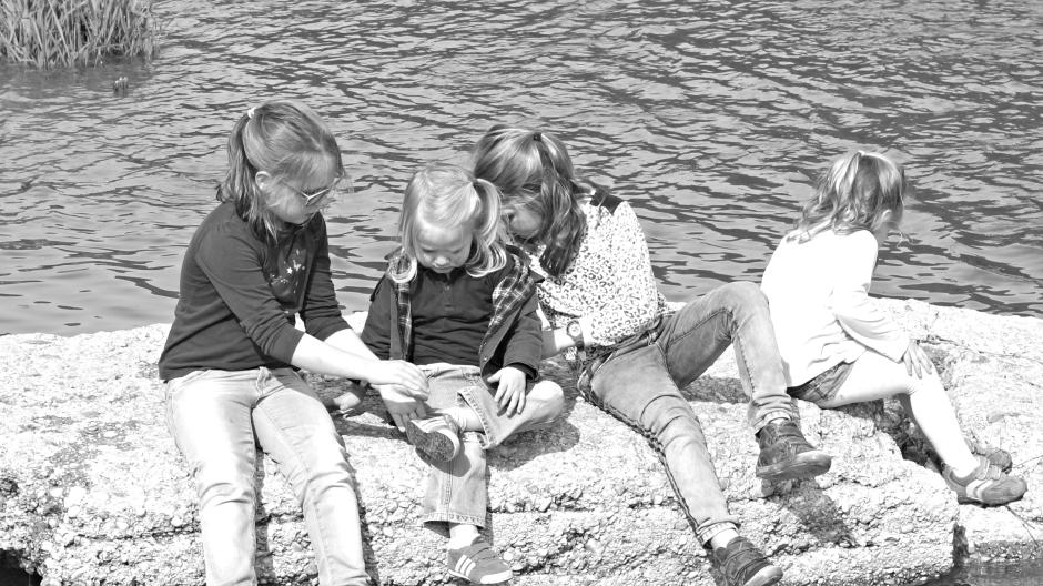 Niñas en el rio